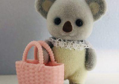Koala Baby mit Einkaufskorb