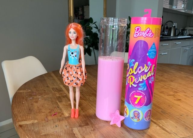 Barbie Color Reveal – Barbie geht baden
